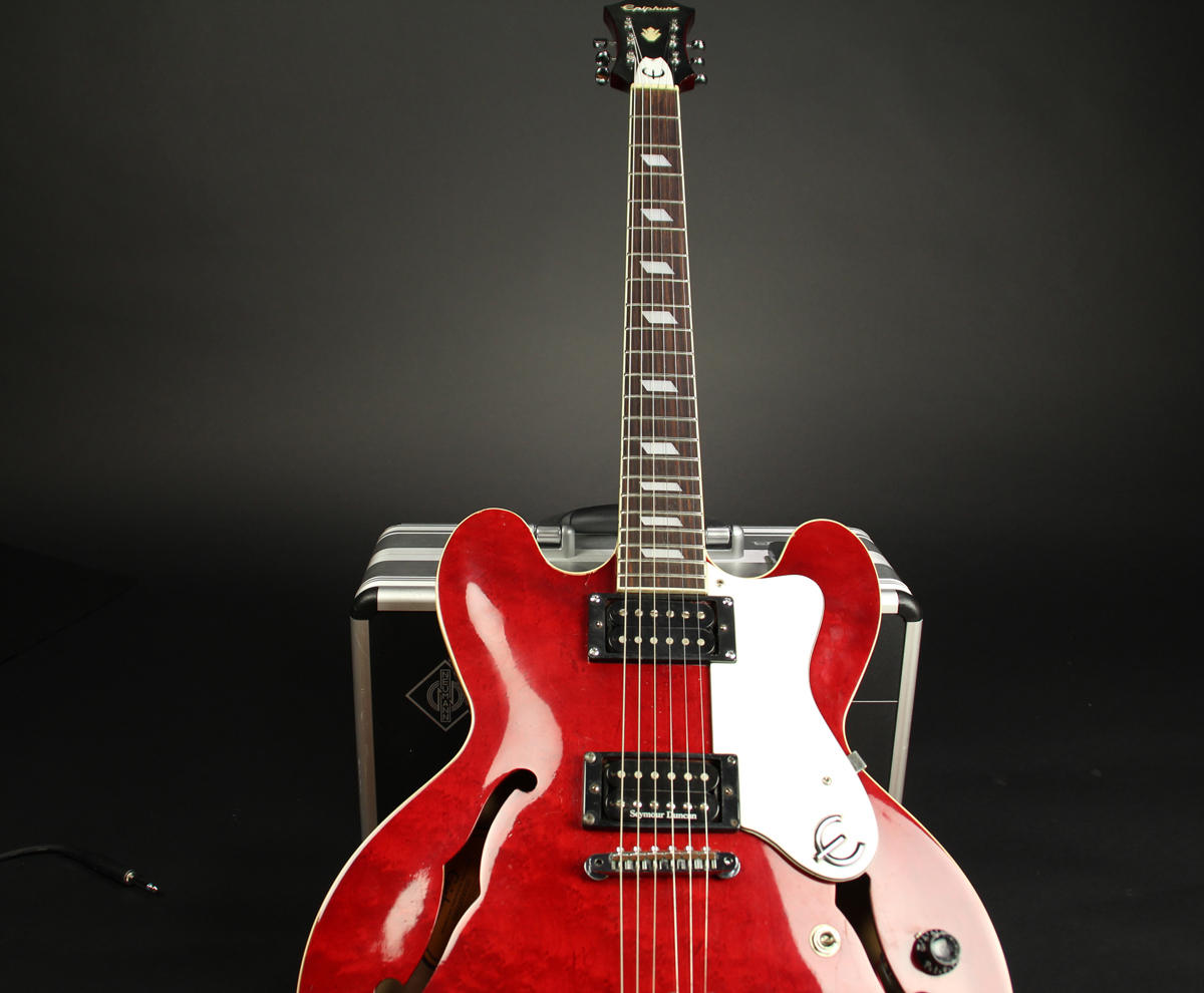 Epiphone Riviera CH whole body tilted 1200